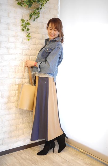 Anna Kerry(アンナケリー)パネル切替マキシスカートとデニムジャケットの40代コーディネート