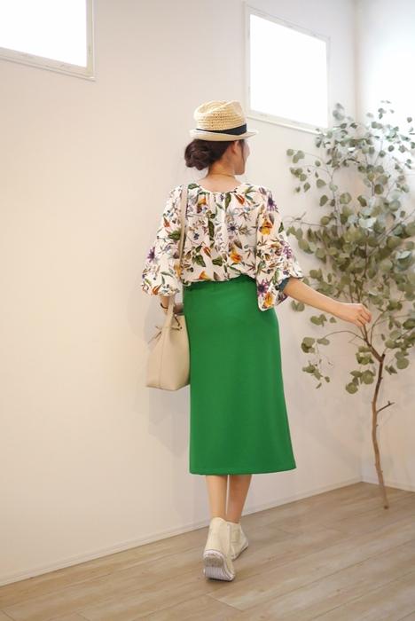 Cloche(クロッシェ)前スリット入りタイトスカート、グリーンの30代40代向けコーディネート