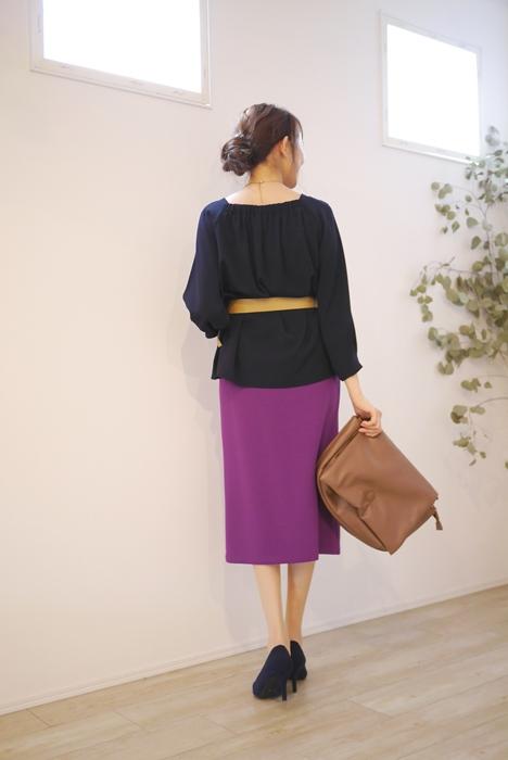 Cloche(クロッシェ)前スリット入りタイトスカート、パープルの30代40代向けコーディネート
