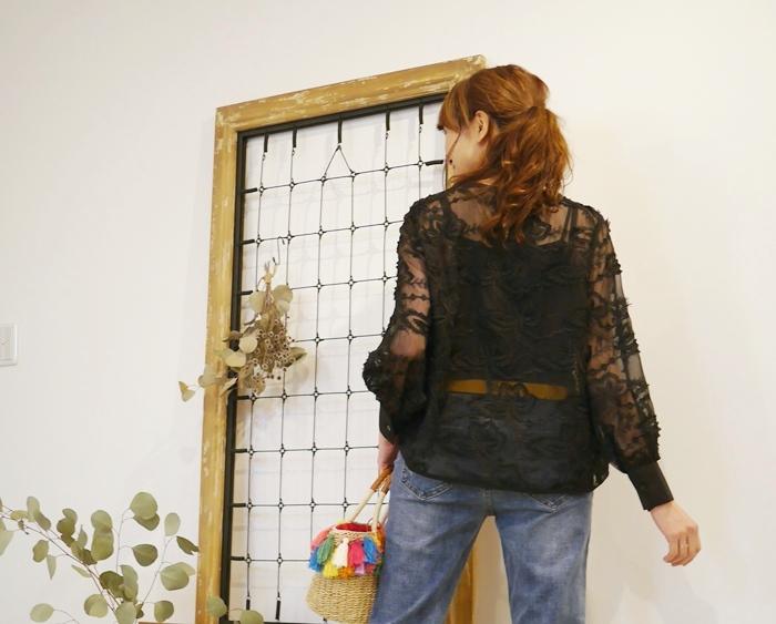 EMUE(エミュー)花刺繍チュールブラウス黒のコーディネート