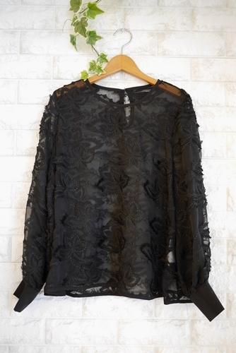 EMUE(エミュー)花刺繍チュールブラウス、ブラック(黒)