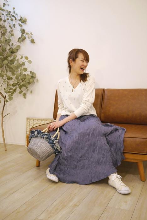 30代40代に人気のPriority(プライオリティ)くしゅくしゅマキシスカート、ブルーのコーディネート