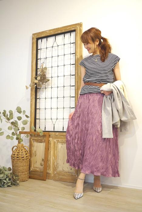 30代40代に人気のPriority(プライオリティ)くしゅくしゅマキシスカート、ラベンダーピンクのコーディネート