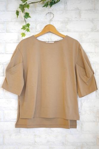 Cloche(クロッシェ)日本製トルファンゴールド綿100%ブラウス見えTシャツ・キャメルベージュ