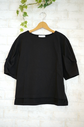 Cloche(クロッシェ)日本製トルファンゴールド綿100%ブラウス見えTシャツ・ブラック