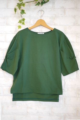 Cloche(クロッシェ)日本製トルファンゴールド綿100%ブラウス見えTシャツ・グリーン