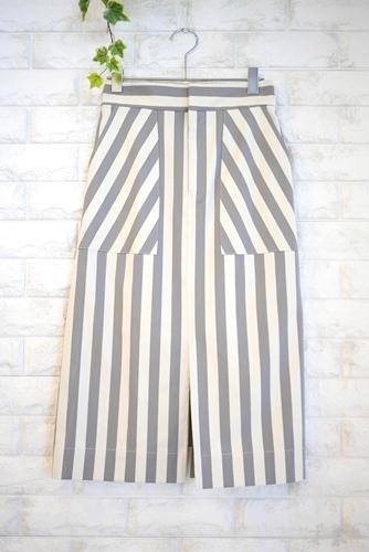 Cloche(クロッシェ)大人可愛い前スリットストライプタイトスカート、ホワイトxグレー