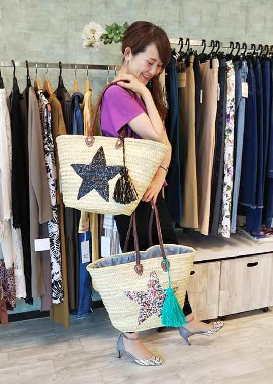 モロッコバスケット通販のセレクトショップLisa店内でのかごバッグ写真