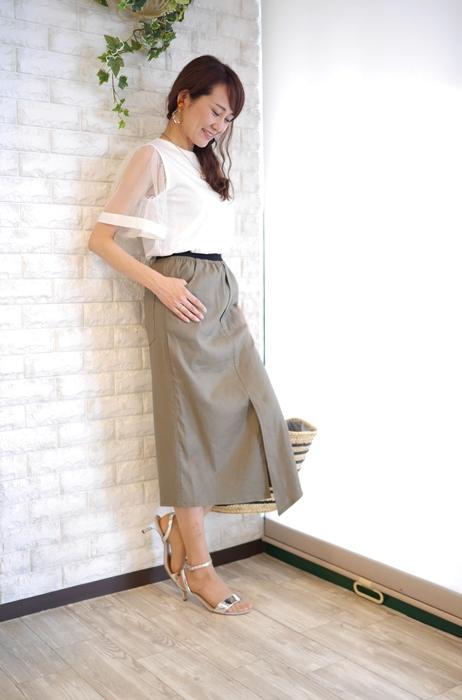大人の夏ファッションにオススメのPriority(プライオリティ)麻混ストレッチタイトスカート・カーキのコーディネート