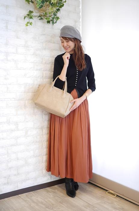 大人キレイファッションにぴったりボストン型2way軽量ベージュのバッグのコーディネート
