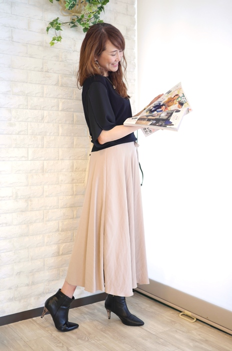 Anna Kerry(アンナケリー)部分プリーツ使いフレアロングスカートのコーディネート例