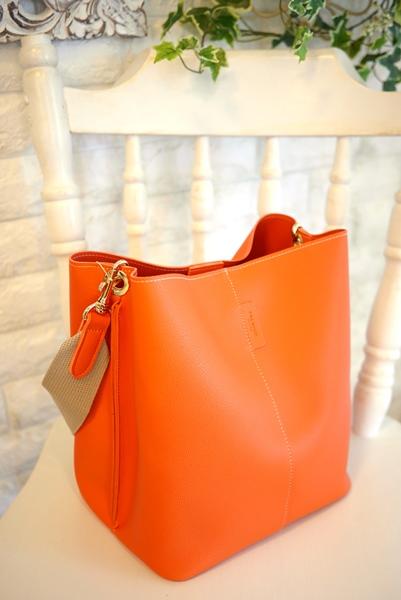 シンプル四角いマチのワンショルダーバッグ・オレンジ