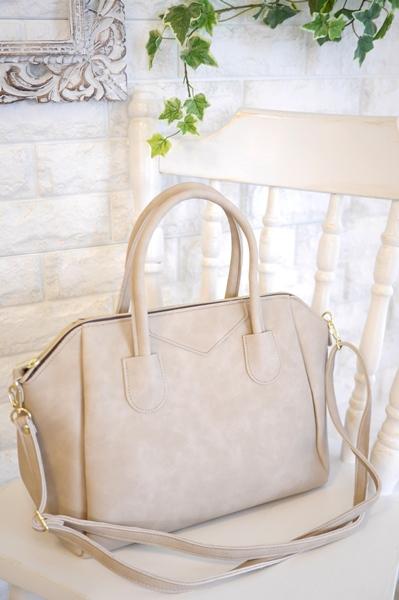 大人キレイファッションにぴったりボストン型2way軽量ベージュのバッグ