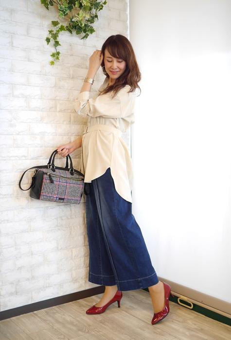 Anna Kerry(アンナケリー)ベルト付オーバーサイズシャツ、チュニック丈のアイボリーのコーディネート