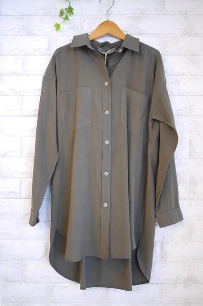 Anna Kerry(アンナケリー)ベルト付オーバーサイズシャツ、チュニック丈のカーキ