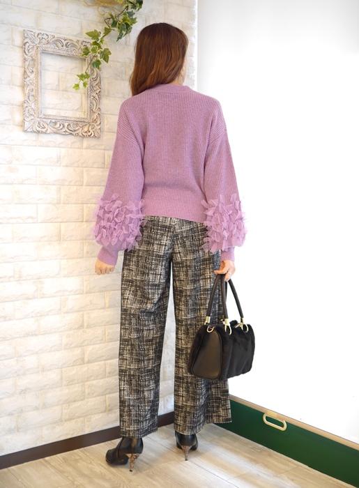 anana(アナナ)by fiore fiore(フィオールフィオーレ)チュールリボン飾りふわ袖ローゲージニットとワイドパンツのコーディネート