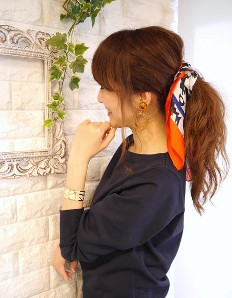 流行りのスカーフアレンジコーディネート
